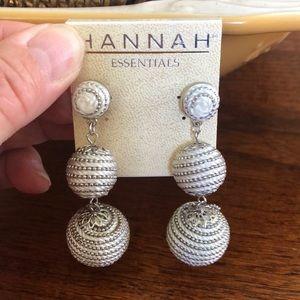 Hannah essential drop earrings.